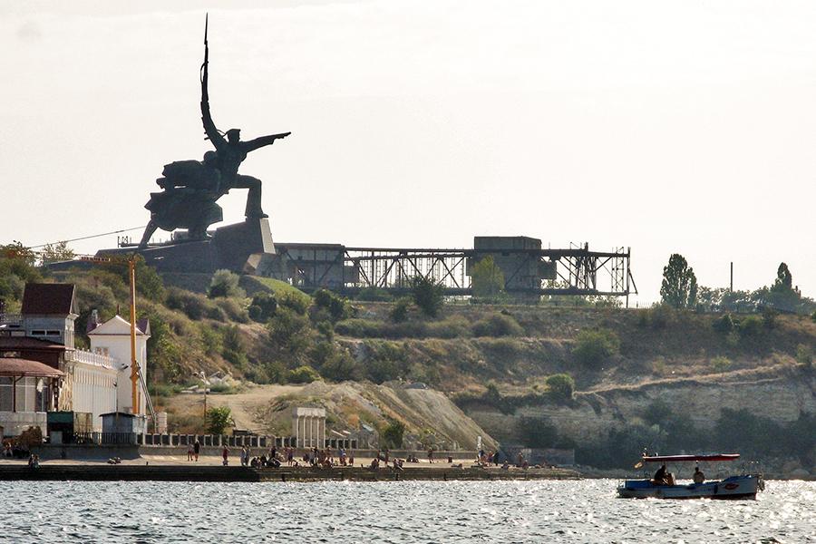 Мемориал Победы на мысе Хрустальный в Севастопольской бухте