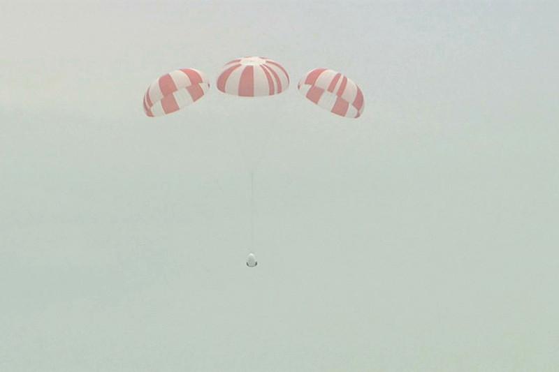 Испытания пассажирской версии космического корабля Dragon на мысе Канаверал