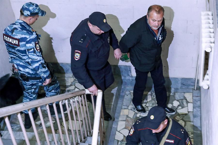 Олег Коршунов (справа) в Басманном суде