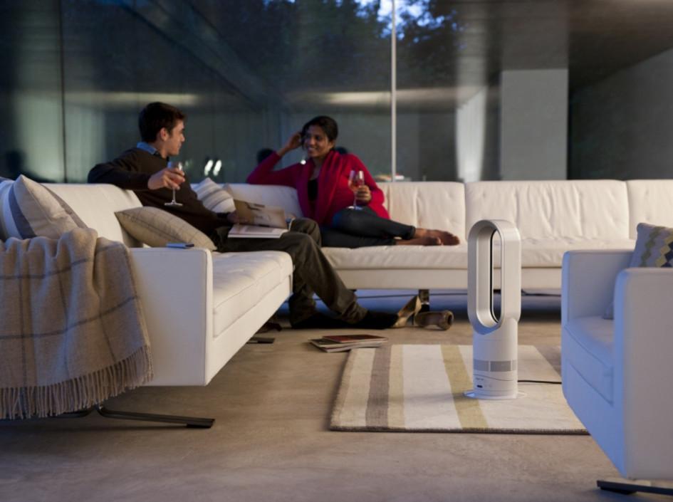Компания Dyson, известная своими инновационными пылесосами и вентиляторами, выпустила модель AM05 с функцией нагрева воздуха. Ее основное преимущество заключается в создании сильного потока и отсутствии открытых нагревателей, хотя, на наш взгляд, пыль все равно должна затягиваться в корпус устройства. Цена превышает традиционные модели в 4-5 раз