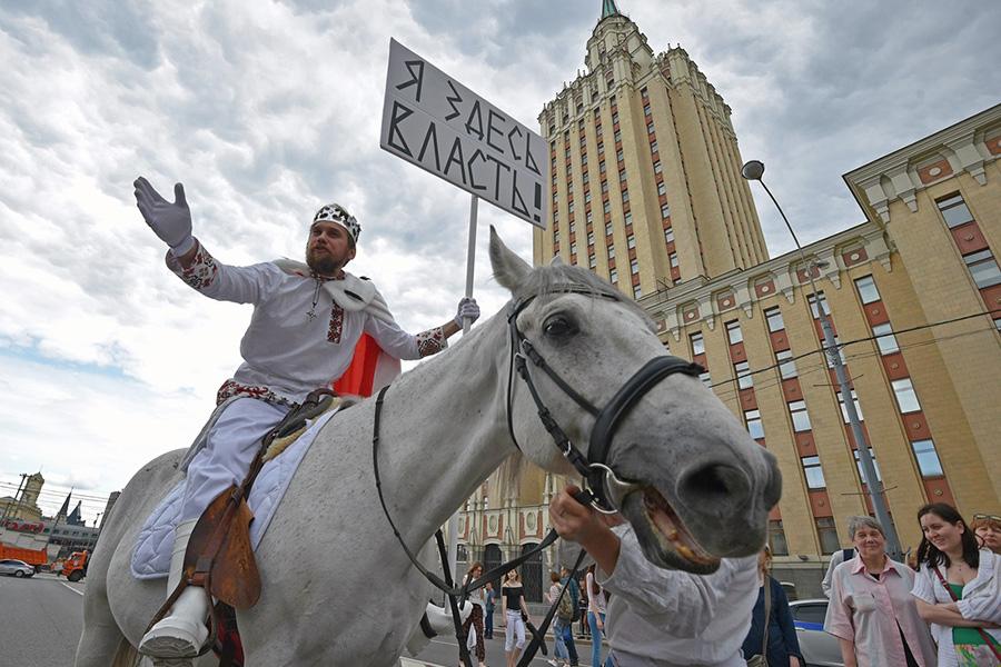 Участник акции протеста на проспекте Сахарова. 12 июня 2017 года