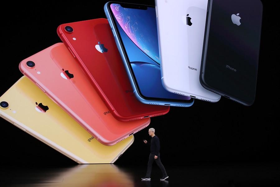 Глава Apple Тим Кук представляет iPhone 11