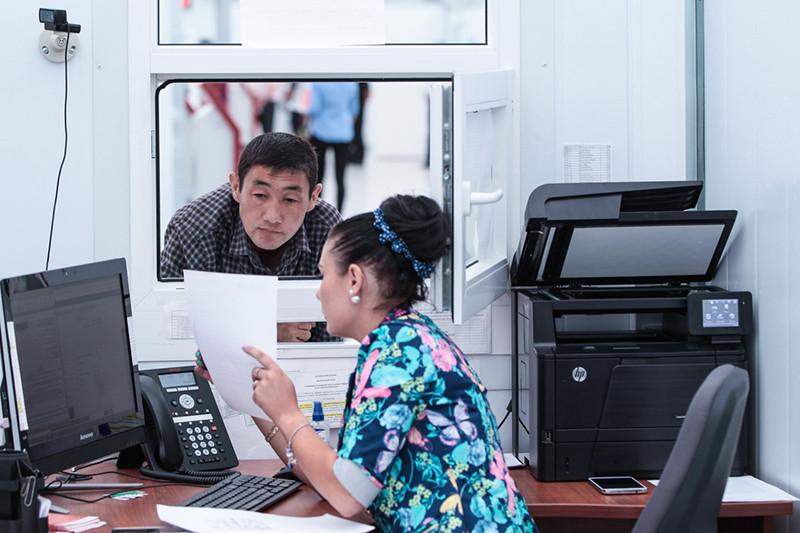 За ФМС при выдаче патента остается лишь конечная функция — принятие решения и передача готовых документов на руки владельцам. На это закон отводит срок до 10 дней