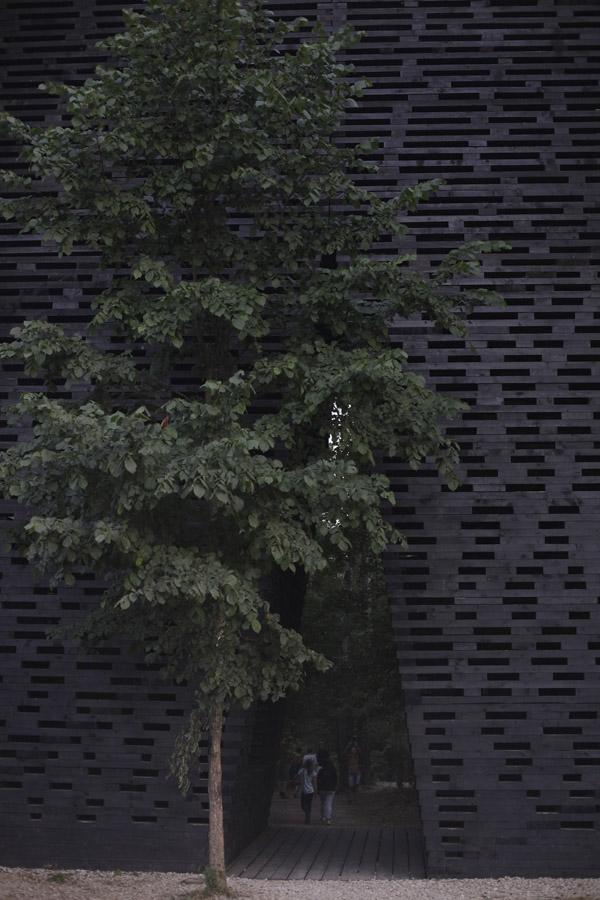 Арка  Бориса Бернаскони, вид снаружи