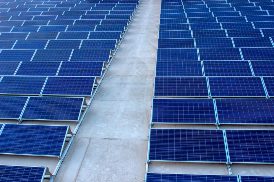 Чтобы получить нужное количество солнечного света, исследователи используют целые фермы солнечных батарей