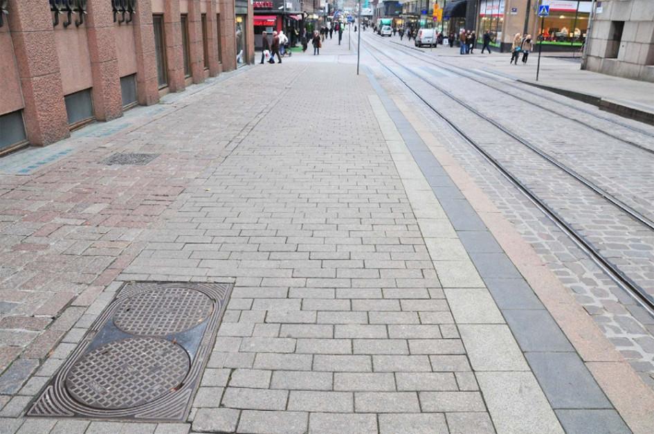 Визуальное отделение пешеходной зоны от дорожного полотна при помощи различного вида мощения