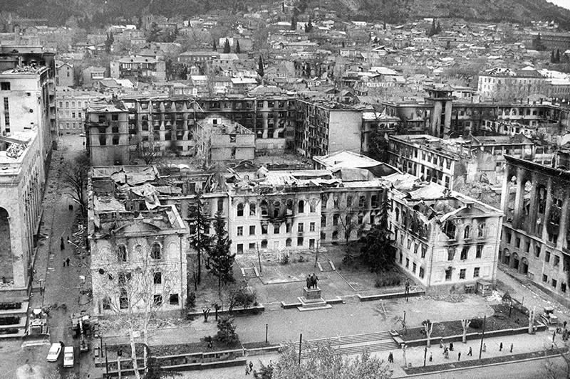 Последствия вооруженных столкновений в Тбилиси. Декабрь 1991 года