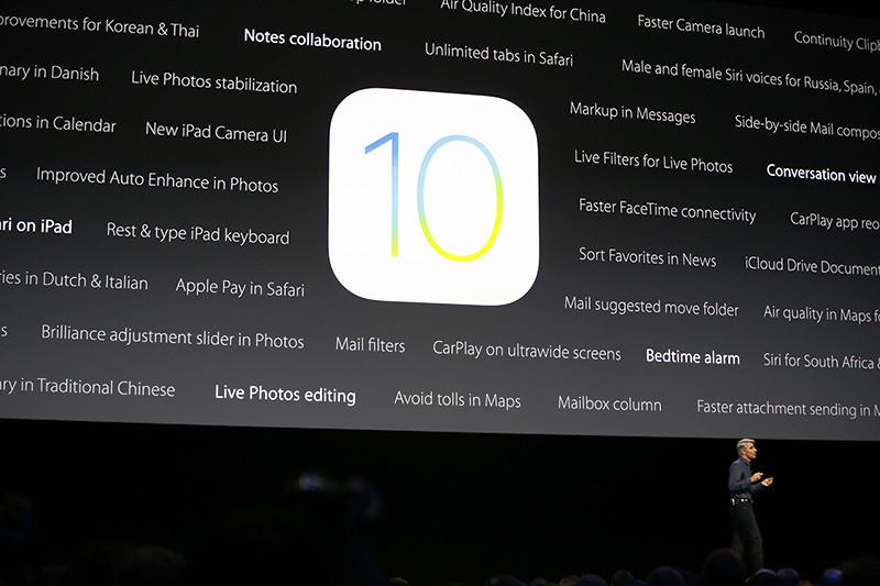 Крейг Федериги вовремя презентации мобильной операционной системы iOS 10