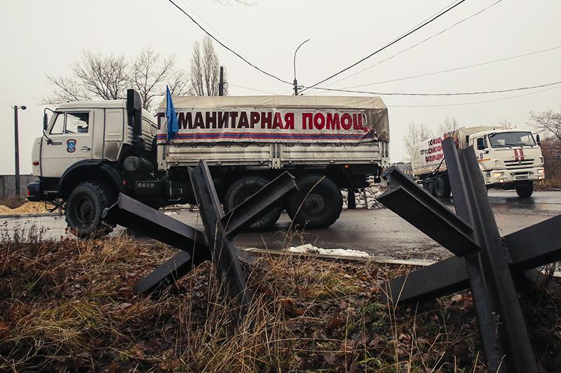 За год боевых действий на Донбассе Россия отправила 29 автоколонн с гуманитарной помощью пострадавшим территориям