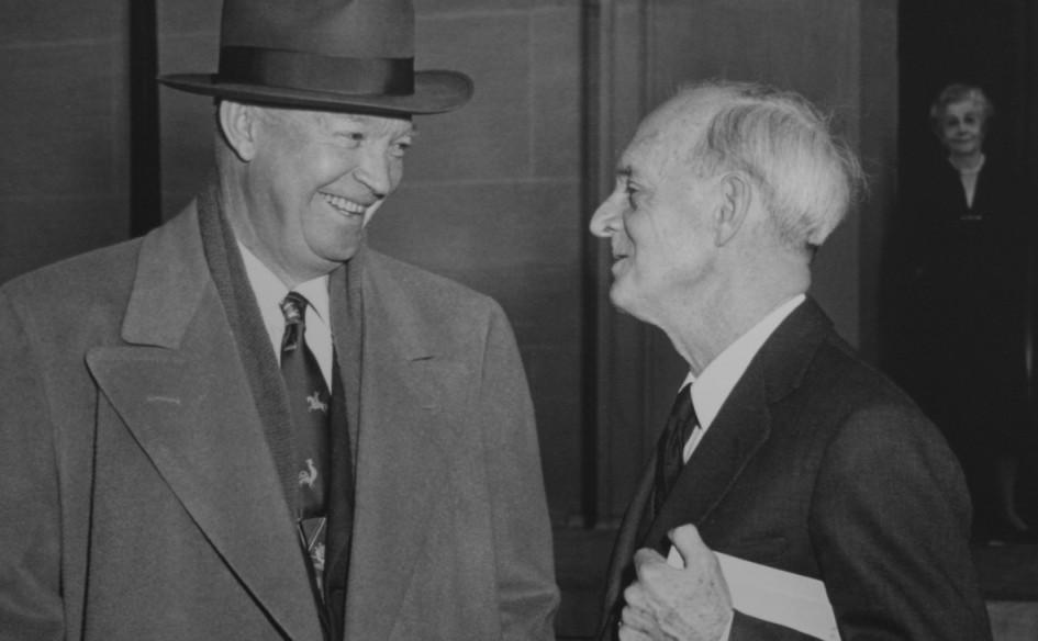 Президент США Дуайт Дэвид Эйзенхауэр (слева)