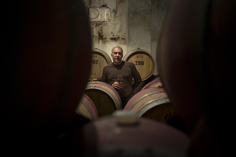 Совладелец винодельческой компании «Сатера» Игорь Самсонов в этом году рассчитывает продать 2,5-3 млн бутылок вина, причем теперь он хочет работать только под собственными марками. В этом году «Сатера» запустит новый премиальный бренд Kacha Valley.