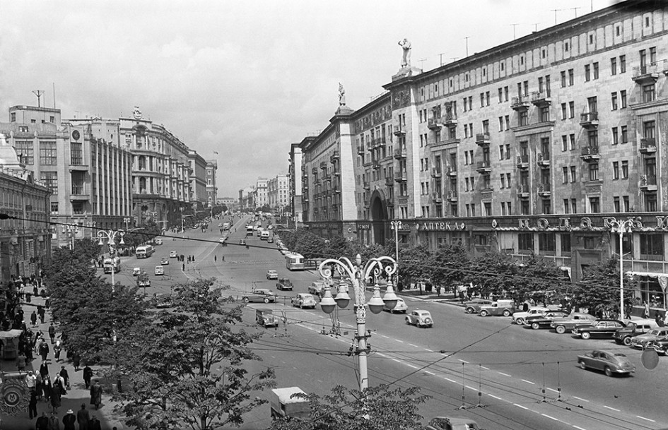 Центральная улица столицы — улица Горького, 1957 год