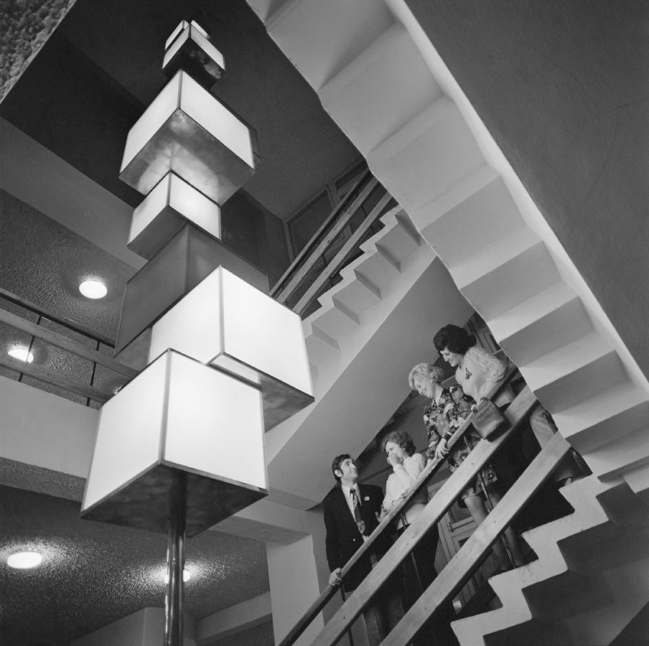 Уголок интерьера внутри гостиницы «69 параллель» (СССР. Мурманск). 1974 год
