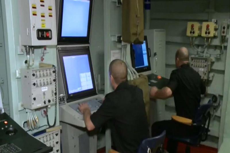 Запуск крылатых ракет «Калибр» скораблей Каспийской флотилии ВМФ России пообъектам «Исламского государства» (ИГ) вСирии