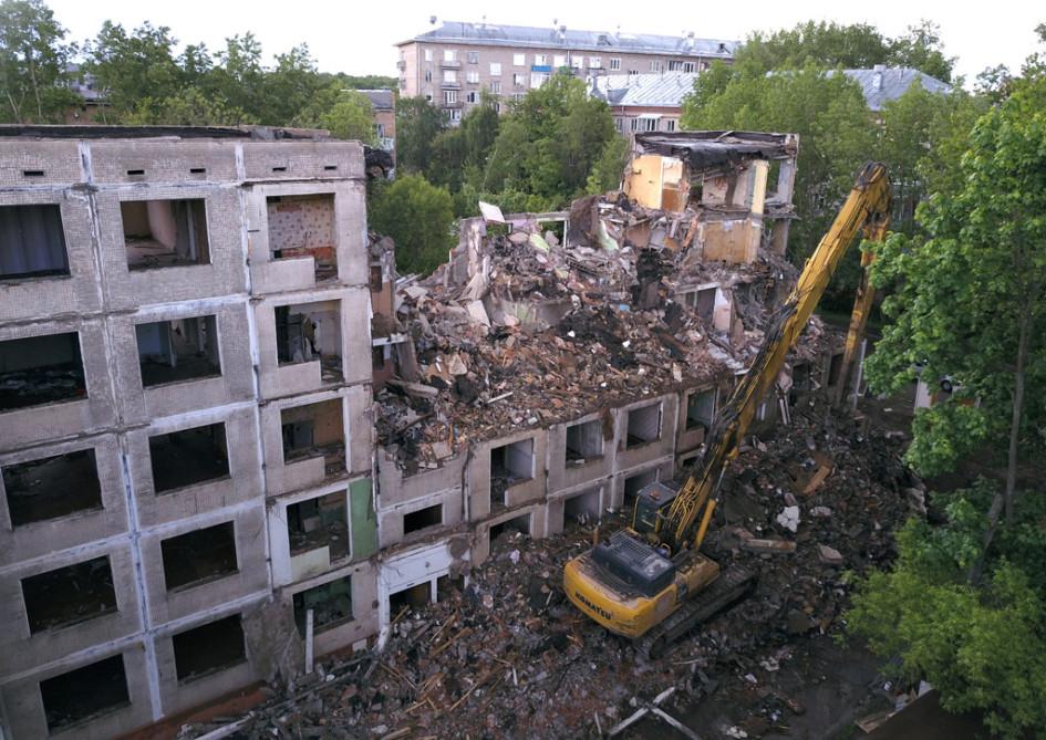 Снос пятиэтажки первого периода индустриального домостроения в Москве по лужковской программе