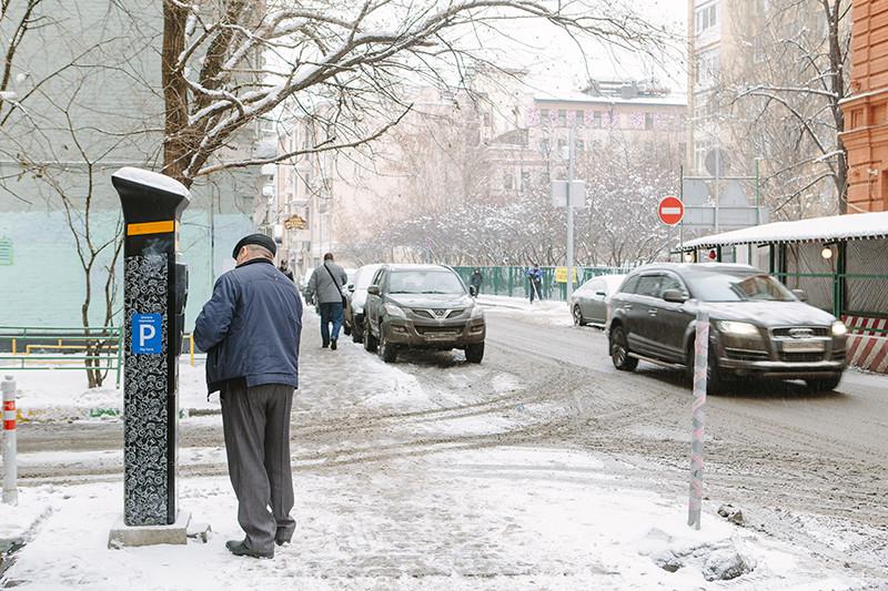 Крупным поставщиком паркоматов в Москве стала компания «Аспарк», основанная молодым бизнесменом из Сибири Дмитрием Толстенко