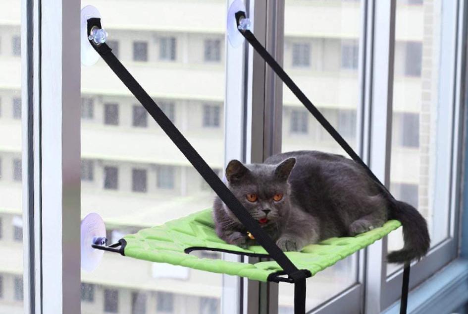 Подвесной гамак для кошки на окно
