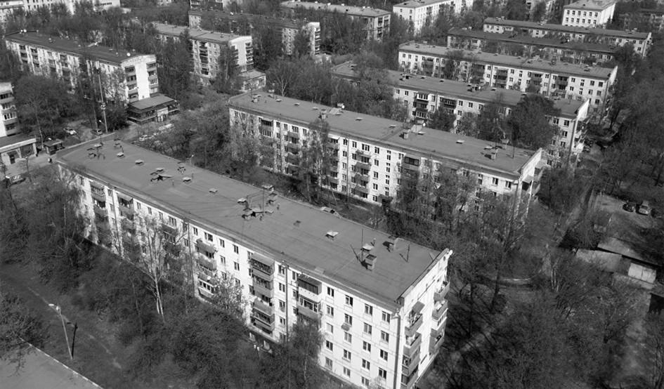 Вид на квартал с типовыми домами советских серий