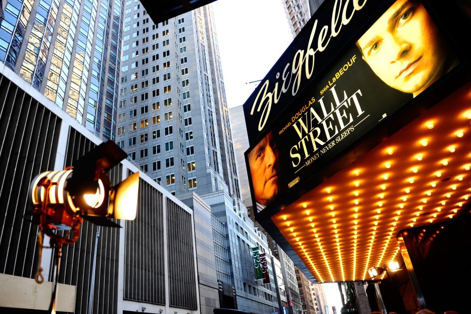 Премьера фильма «Уолл-стрит: деньги не спят» в кинотеатреZiegfeld Theatre в Нью-Йорке
