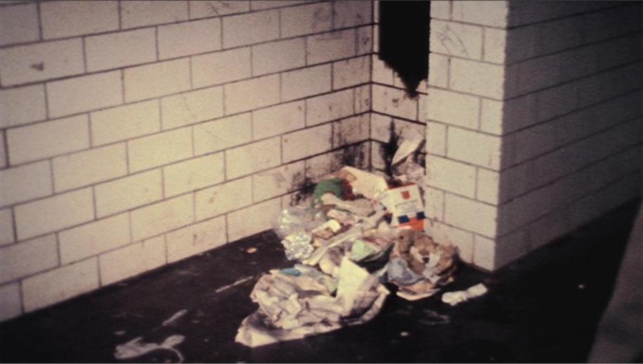 Дворники перестали убирать мусор