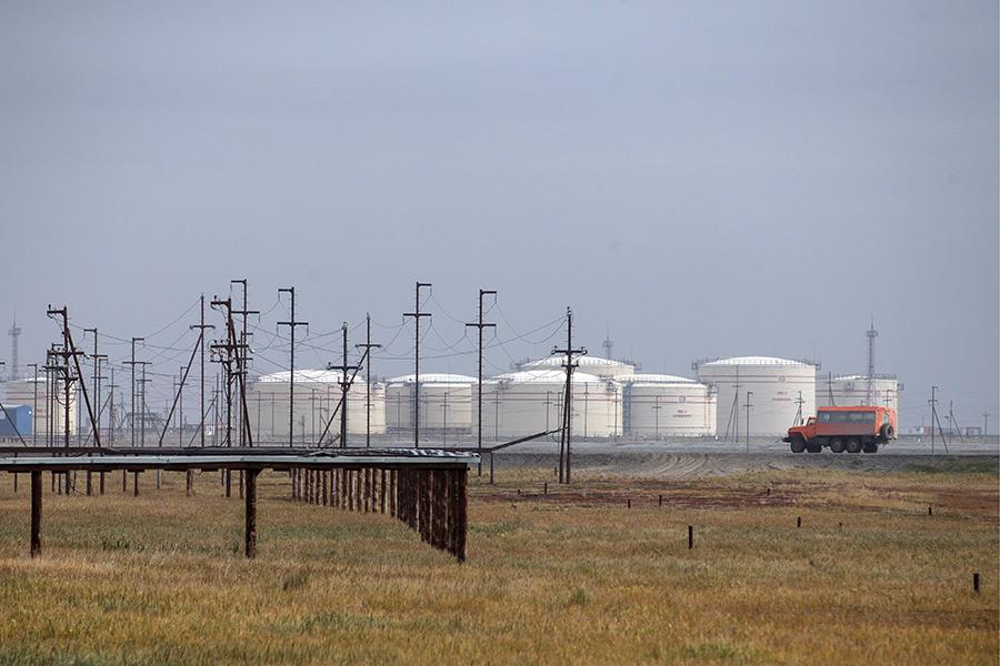 Нефтяной терминал в поселке Варандей