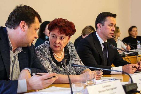Депутаты тюменской думы Тамара Казанцеваи Алексей Аносов (справа) не против снижения заработной платы народным избранникам