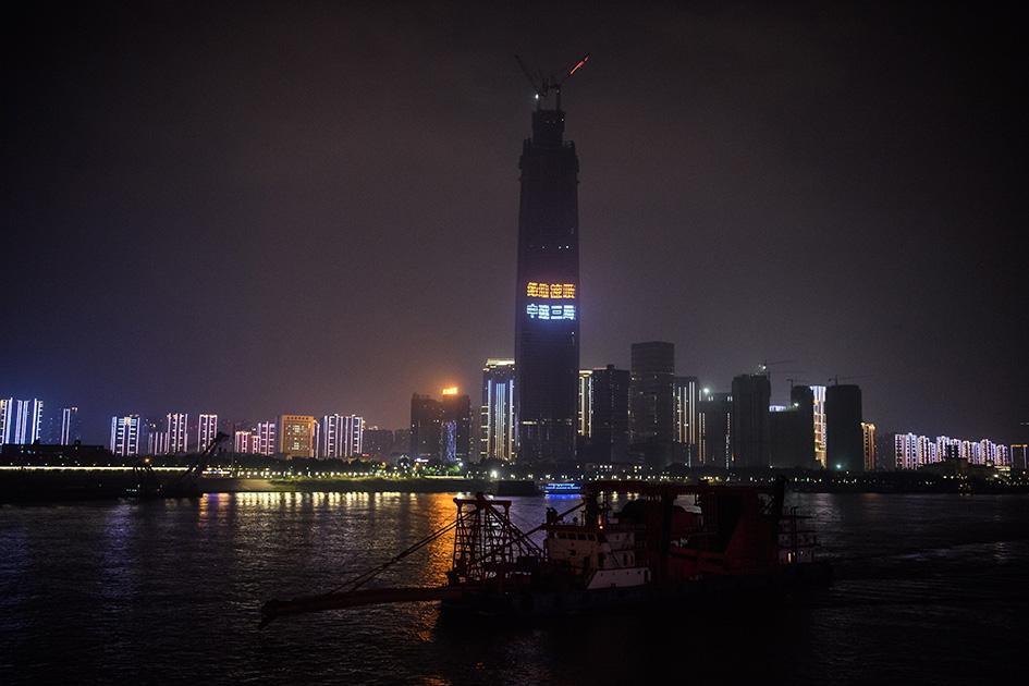 Китай. Ухань. Ночной город