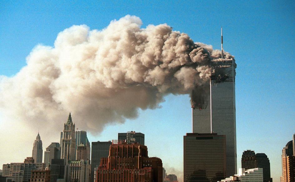 Башни Всемирного торгового центра в Нью-Йорке после атак 11 сентября 2001 года