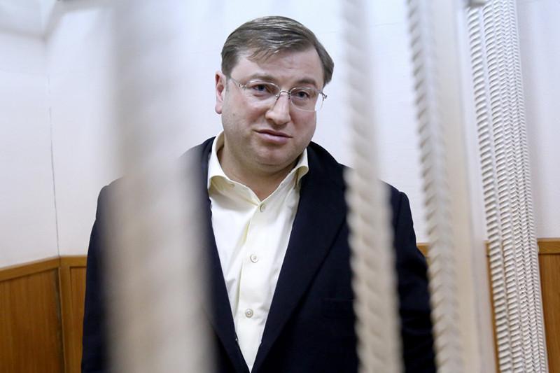 Петербургский бизнесмен Дмитрий Михальченко, обвиняемый вконтрабанде алкоголя, вовремя рассмотрения ходатайства следствия обаресте вБасманном районном суде, март 2016 года