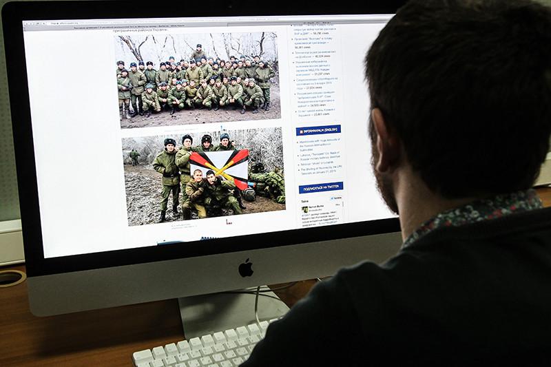 Корреспондент РБК обнаружил своих собеседников на фотографиях российских артиллеристов у границы с Украиной