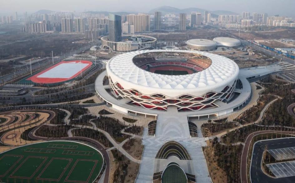 Zaozhuang Sports and Cultural Park Stadium (Цзаочжуан, Китай). Вместимость 30 000 зрителей, сроки строительства –2014–2018гг., стоимость строительства — $100 млн.