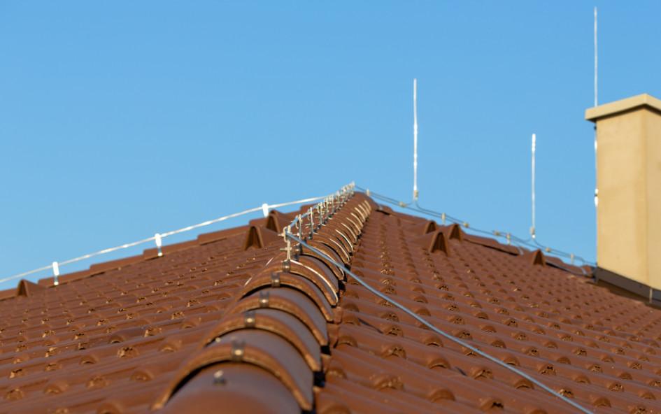 Элементы молниезащиты на крыше