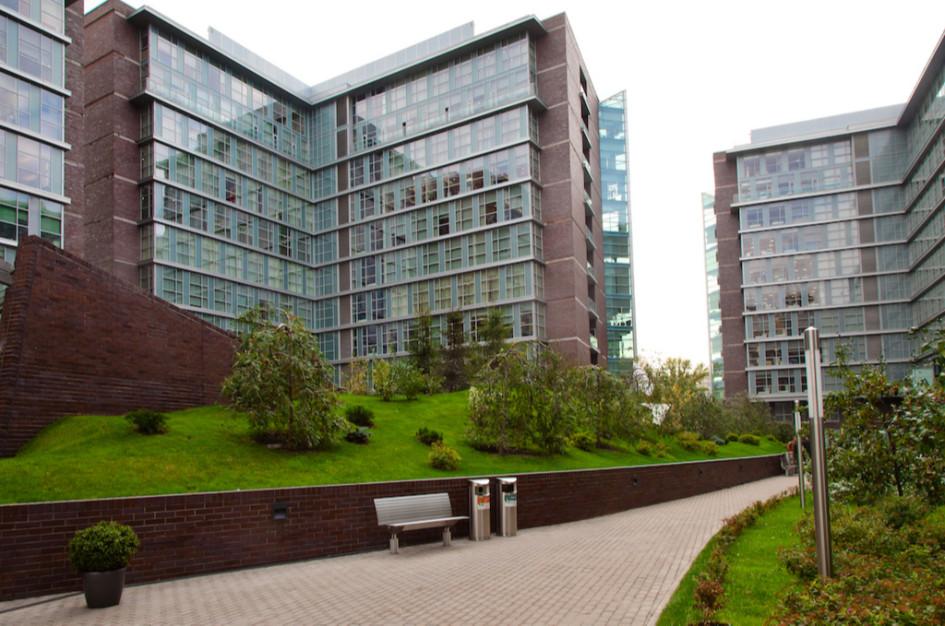 Строительство «зеленых» офисов выгодно и самому городу: он получает энергоэффективное здание и благоустроенную территорию