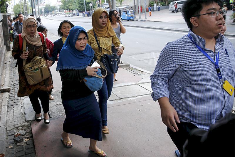 Эвакуация офисных работников израсположенных неподалеку отместа происшествия офисов
