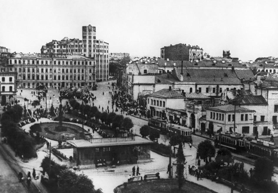 Арбатская площадь в Москве до реконструкции. 1932 год
