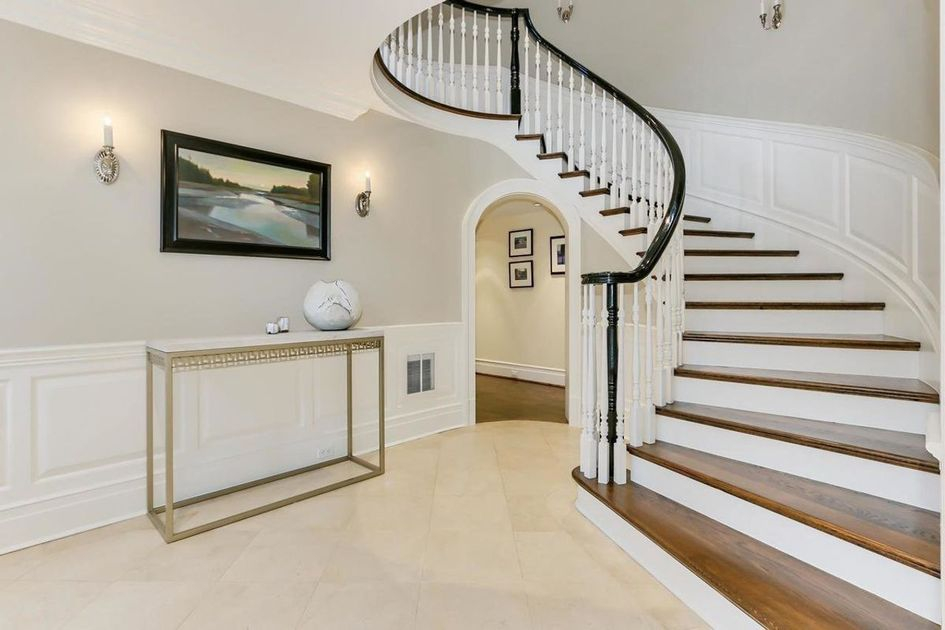 Винтовая лестница спроектирована Ричардом Фостером