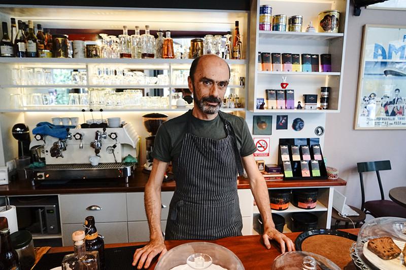 Владелец кафе SokolataКристос Пападжианнополос