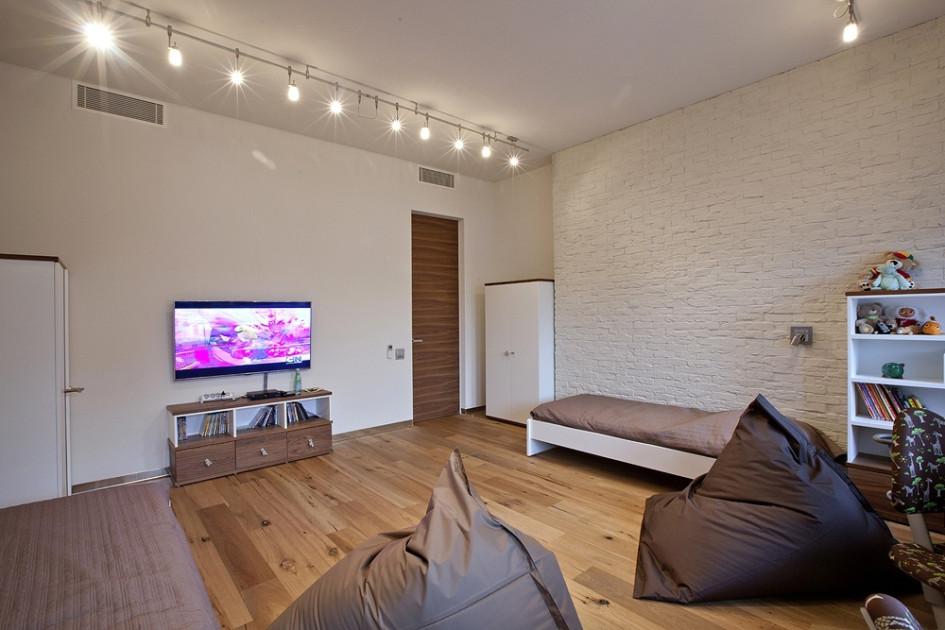 Для отделки стен могут быть использованы бумажные обои или обои из природных материалов (бамбука, джута, сизаля и т.д.). Уместны будут бамбуковые, деревянные или пробковые стеновые панели, бамбуковое полотно, облицовочный камень, доска (обшивка деревянными плашками)