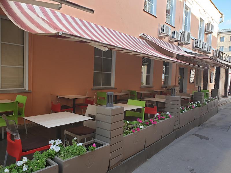 Летняя веранда «Шоколадницы» вКлиментовском переулке