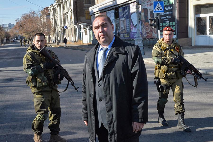 Игорь Плотницкий (в центре)