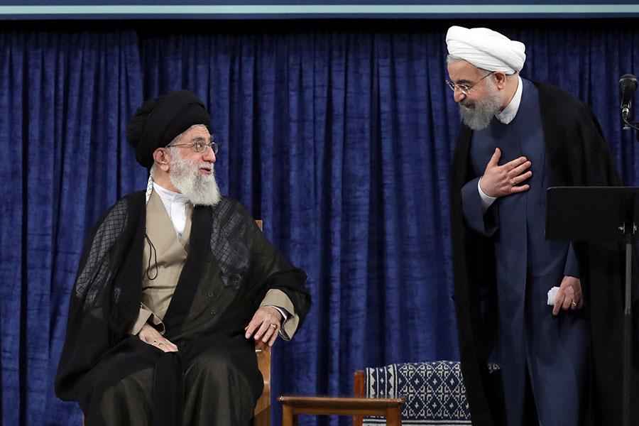 Али Хаменеи (слева) иХасан Роухани