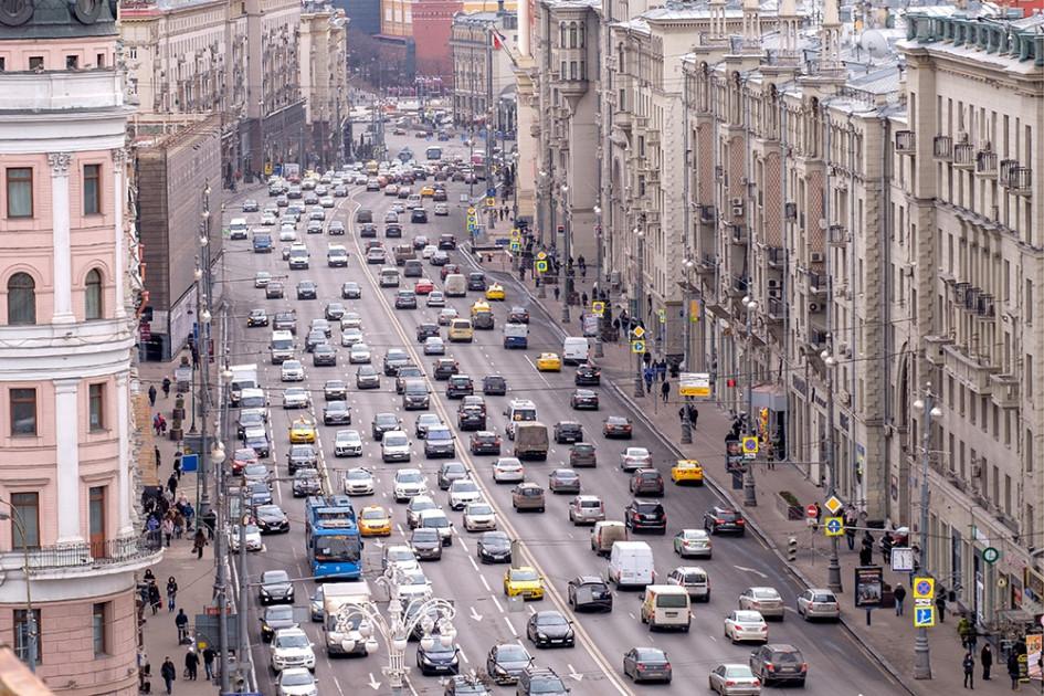 Троллейбус на Тверской улице, апрель 2016 года