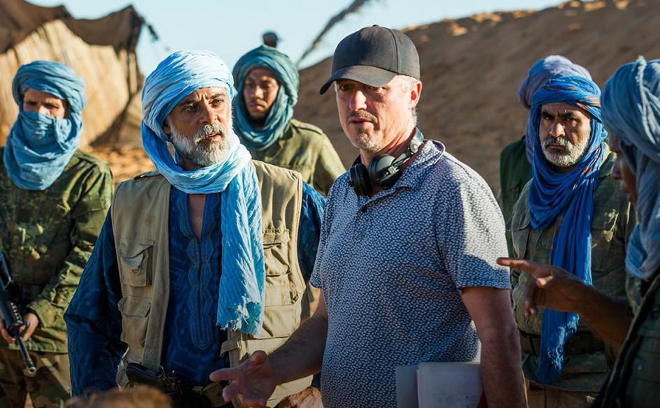 Исполнительный продюсер Мэтью Паркхилл на съемках сериала «Тайная власть»