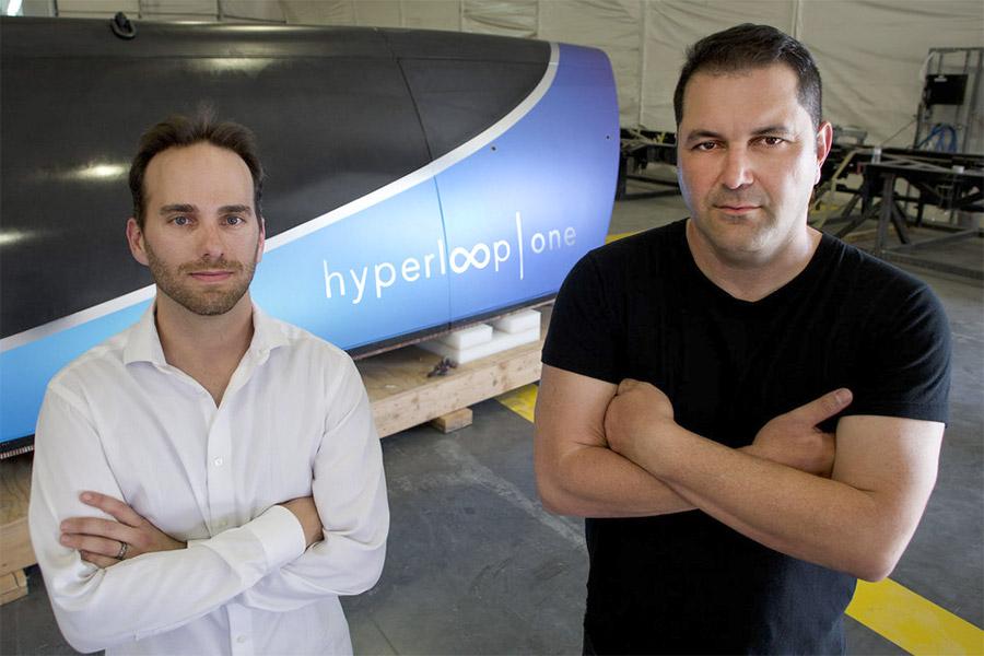 Главный инженер Джош Гигель и Шервин Пишевар (слева направо)