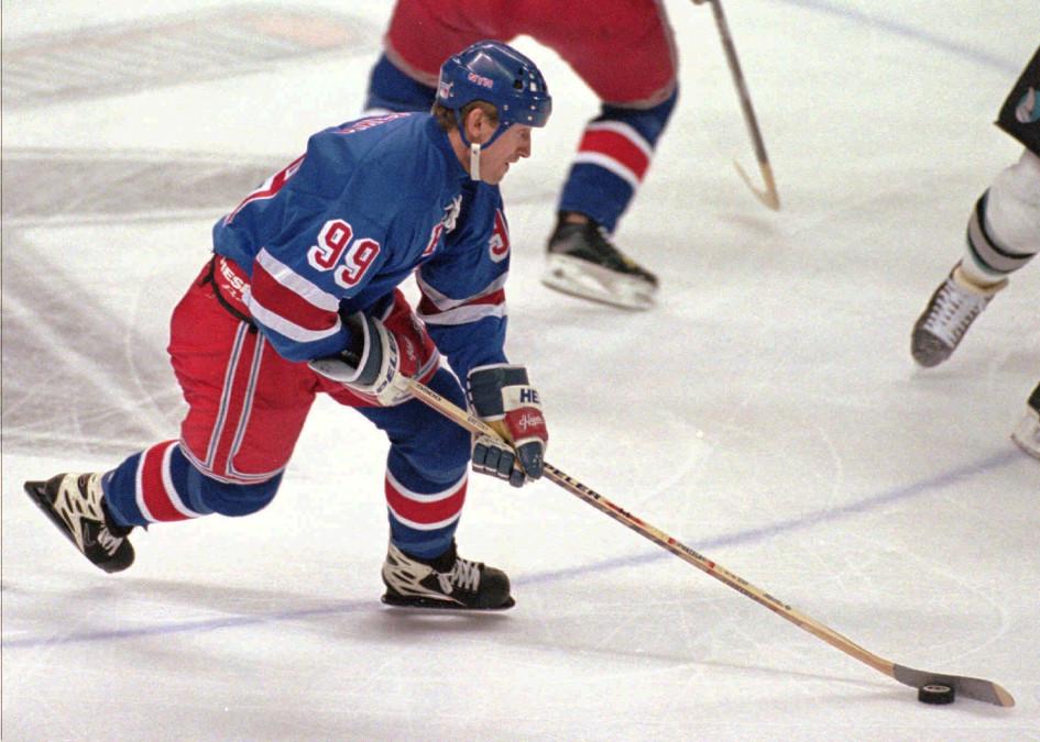 2 февраля 1998. Уэйн Гретцки в игре за «Нью-Йорк Рейнджерс»