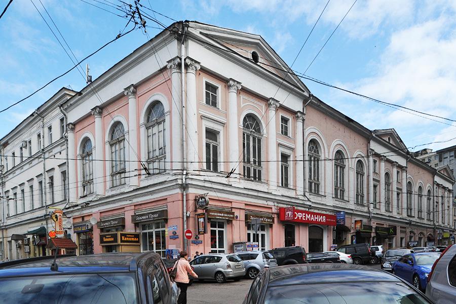 Старое здание Центрального дома работников искусств