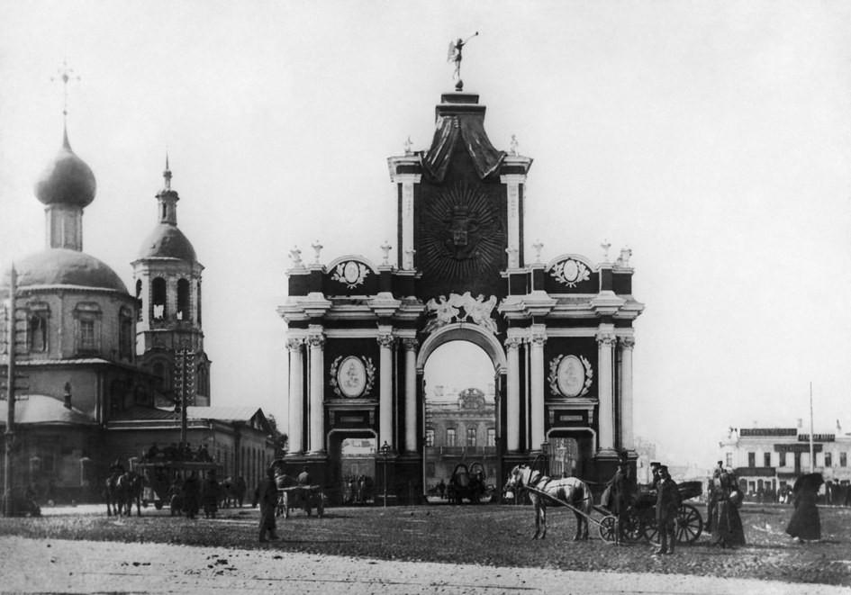 Старая Москва. Красные ворота, архитектор Д.В.Ухтомский. /Репродукция Фотохроники ТАСС, 1954 год