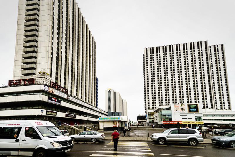 Торгово-гостиничный комплекс «Измайлово» в Москветоже профсоюзная собственность, как, кпримеру, и гостиница «Спутник» на Ленинском проспекте. В отличие от«Спутника», который принадлежит непосредственно ФНПР, контрольный пакет ТГК «Измайлово» находится у Московской федерации профсоюзов