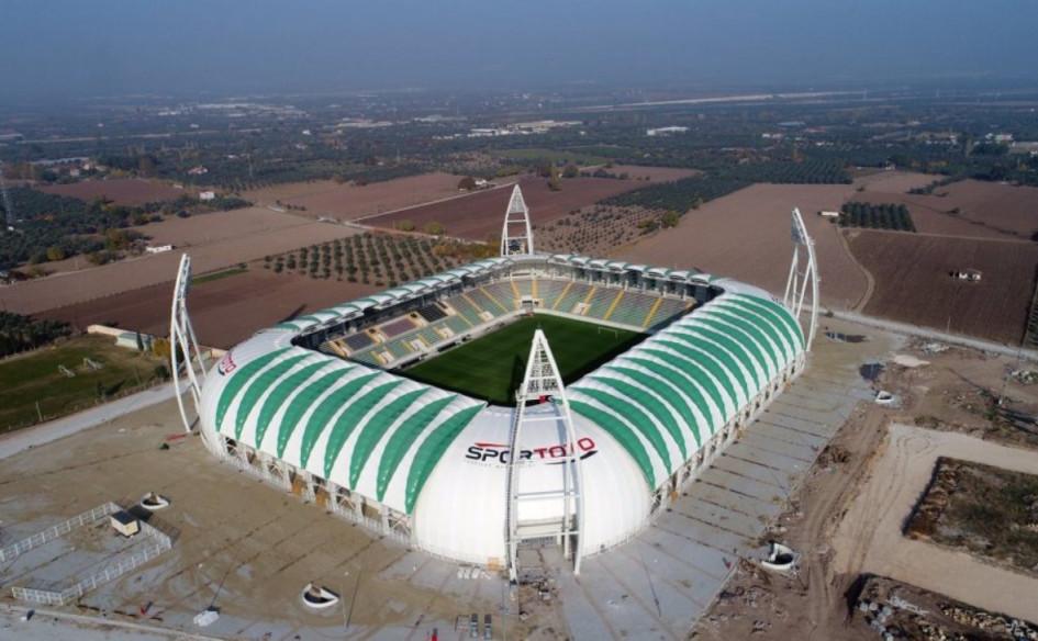 Spor Toto Akhisar Stadyumu (Акхисар, Турция). Вместимость 12 139 зрителей, сроки строительства — 6 марта 2014г. — 15 февраля 2018г., стоимость строительства — $15 млн.