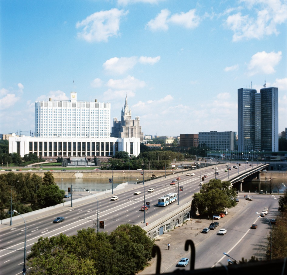 Вид на Дом Правительства России в 1996 году